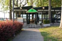 Vista esterna dell'ingresso del locale